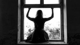 نيابة السويس تطلب تحريات إلقاء سيدة نفسها من الطابق الرابع بسبب زوجها