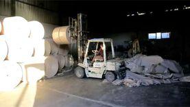 مشروع يحول القمامة إلى علب هدايا وشنط براندات بالفيوم