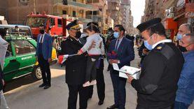 مدير أمن المنوفية يوزع الورود والحلوى على المواطنين في عيد الشرطة (صور)