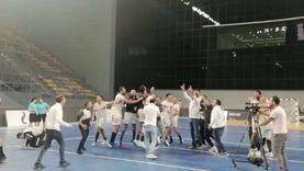 احتفال لاعبي الزمالك بعد هزيمة الأهلي بالتتويج بدوري كرة اليد