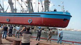 """""""الإنشاءات البحرية"""" ببورسعيد تدشن حامل سن حمولة 800 طن لنقل المحاجر"""