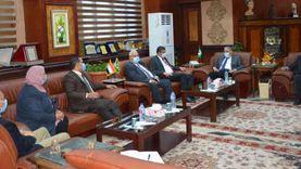 محافظ المنيا يبحث مع البنك الزراعي تمويل مشروعات بالقرى المصدرة للهجرة