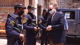 """محافظ أسيوط يتفقد التمركزات الأمنية أمام لجان """"الشيوخ"""""""