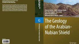 أستاذ بجامعة بنها يقود فريقا عالميا لإصدار كتاب «جيولوجية الدرع العربي»
