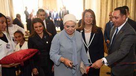 """هكذا ظهرت قرينة الرئيس.. تهتم بـ""""بنات مصر"""" وتوصي بالرعاية الاجتماعية"""