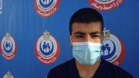 طلب نقله لـ«أبو خليفة».. أول ممرض يحصل على لقاح كورونا: محستش بأي أعراض