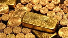 الذهب يربح مع تراجع الدولار.. والتوقعات الاقتصادية تدعم الإقبال