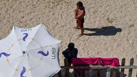 ارتفاع درجات الحرارة في الإسكندرية.. والأهالي يهربون للبحر