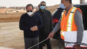صفحة الرئيس تنشر صورا لتفقده تطوير طرق ومحاور شرق القاهرة
