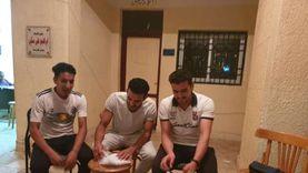 3 شباب يتطوعون لاستخراج أرقام الناخبين بكفر الشيخ: جينا حبا في مصر