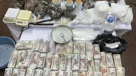 ضبط تجار مخدرات وأسلحة نارية وهاربين من أحكام في حملة أمنية بكرداسة