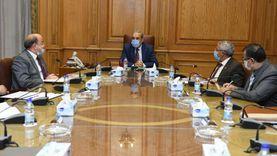 وزير الإنتاج الحربي يتابع مشروعات 3 مصانع حربية