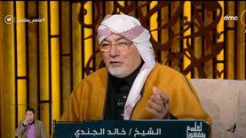 خالد الجندي مرتديا شالًا سيناويًا على الهواء: أنا مسلم قبطي