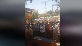 فيديو.. صلاة الجنازة على سمير الإسكندراني في ساحة السيدة نفيسة