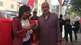 متطوعون يساعدون الناخبين في إيجاد لجانهم الانتخابية بالزاوية
