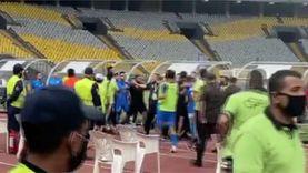 خناقة شوارع بين لاعبي الزمالك والمصري بعد نهاية المباراة