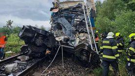 مصرع شخصين وإصابة عشرات الركاب إثر تصادم قطارين فى التشيك