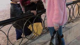 7 فتيات يوزعن الكمامات بشوارع السويس على طريقتهن: أحرجن غير المرتدين