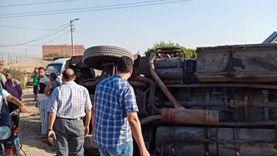 انقلاب سيارة نقل محملة بالدقيق في المنوفية