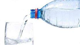 هل شرب الماء بكثرة ضار طبيا؟.. خبيرة تغذية تجيب