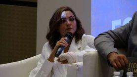 أول ظهور للفنانة بشرى بعد حادث الـ«بيتش باجي»: بجبيرة وجرح في الوجه