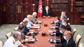 رئيس تونس يصدر قرارات جديدة: إقالة مسؤول كبير وتعديل مواعيد حظر التجول