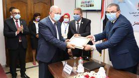 وزير القوي العاملة يكرم 8 من قدامي مديري القوي العاملة بالإسكندرية