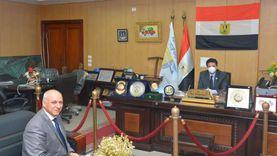 رئيس جامعةدمياط يمنح أعضاء الجهاز الإداري ألف جنيه مكافأة