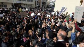 عاجل.. المحتجون يصلون إلى محيط البرلمان التونسي