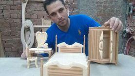 «ابن الوز عوام».. محمد احترف صناعة المجسمات والأثاث:«بيني وبين الخشب كيمياء»
