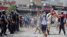 الأمن التونسي يخلي محيط البرلمان من المتظاهرين