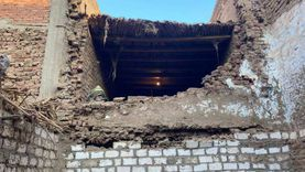 انهيار جزئي في منزل بسوهاج وإخلاء سكانه