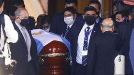 """فصل عامل استقبال جنائزي بعد التقاطه صورة """"سيلفي"""" مع جثمان مارادونا"""