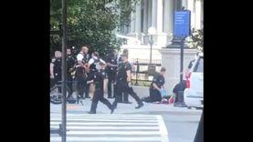 فيديو.. لحظة القبض على مشتبه به خارج البيت الأبيض