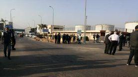 أسرة ومحبي فريد خميس تتوافد على مطار القاهرة الدولي لاستقبال الجثمان
