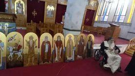 أستاذ البابا تواضروس يظهر على كرسي متحرك (صور)