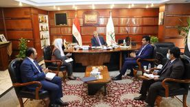 القوى العاملة تدرس احتياجات الدوحة من العمالة المصرية مع سفير قطر