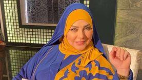 ميار الببلاوي تسجد في مطار القاهرة فور عودتها من أمريكا (صورة)