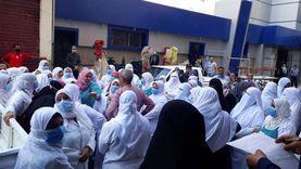 """وقفة احتجاجية لـ""""تمريض العبور"""" في كفر الشيخ بعد وفاة زميلتهم بكورونا"""