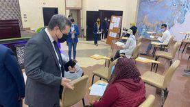 رئيس جامعة مطروح يستطلع آراء الطلاب حول الامتحانات.. «صور»