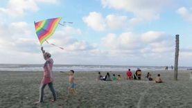 """رغم غرق 4.. مواطنون على شواطئ بلطيم: """"بننزل البحر عادي.. ومفيش رقابة"""""""