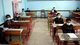 وكيل «تعليم الغربية» يتفقد امتحانات النقل بمدارس المحافظة