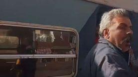تداول فيديو لمشادة بين كمسري وسيدة بقطار.. ومغردون: اعتدى عليها بسبب التذكرة