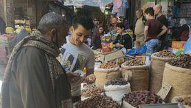 سوق «الوكايل» بطنطا.. 100 عام في بيع مستلزمات رمضان وعيد الفطر «صور»