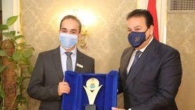 وزير التعليم العالي يكرم الدكتور ماركو زكي الفائز بجائزة نيوتن العلمية