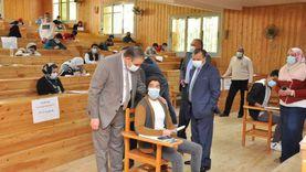 رئيس جامعة كفر الشيخ يتفقد امتحانات الفصل الدراسي الأول