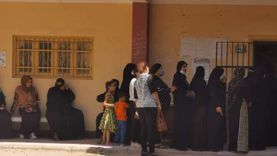 طوابير من السيدات أمام لجان انتخابات الشيوخ في سوهاج