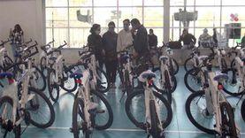 «دراجتك صحتك».. وزير الشباب يسلم درجات بأسعار مناسبة وبـ«الضمان»