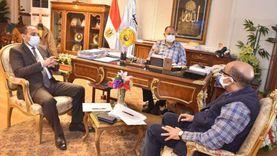 محافظ أسيوط يلتقي وكيل وزارة الصحة لمتابعة جاهزية المستشفيات لكورونا