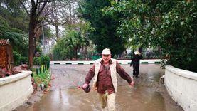 """حديقة حيوان الجيزة تستقبل زائريها وتواجه الأمطار بـ""""قش الأرز"""""""